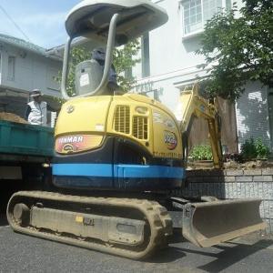 ガレージスペース増設の掘削作業です
