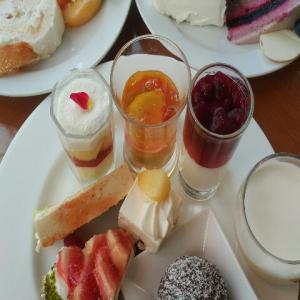 【最終日】みなとみらい・桜木町駅前にある横浜ベイホテル東急『The Yokohama Bay Hotel Tokyu Cafe Tosca(カフェトスカ)』の桃を楽しむピーチスイーツビュッフェ・ケ-キバイキング・スイーツジャーニーに(2021年8月)♪♪♪♪♪♪