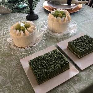 グリーンのクロスとケーキでレッスン