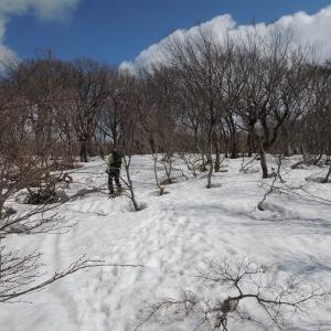 今年初のあの小屋へ 小佐波御前山