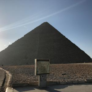 エジプト 早朝のギザ三大ピラミッド