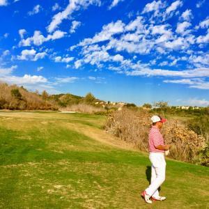 南カリフォルニア、ゴルフ5ラウンドの合計額は?