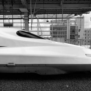 東海道新幹線のグリーン車にスタッガード式のセミ個室を導入してほしい