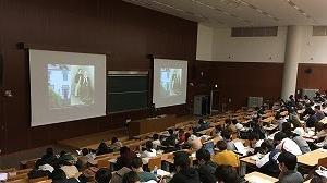 教養授業「地域博物館へのいざない」で小泉凡先生がご登壇