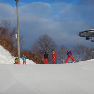 スキー学校の朝