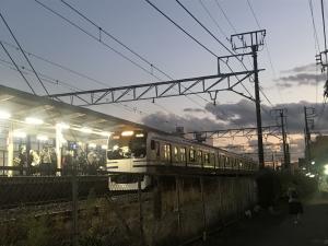 東京へ「行く」。