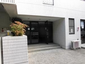 雪ノ下 県道から少し入った静かな貸事務所。