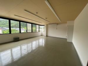事務所を鎌倉に移転してしまうのはいかがでしょうか。