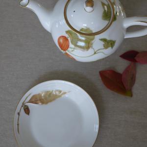 少し遅れて秋の器を★鎌倉は12月にやっと紅葉が見頃になります。