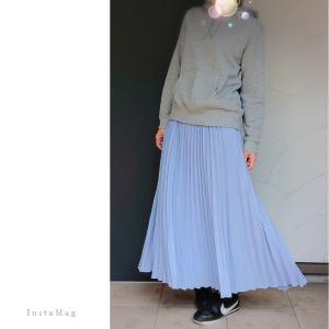 Coordinate*グレーのパーカー×スカイブルーのプリーツスカート×NIKEコルテッツ。