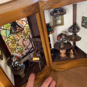 本の中の不思議なステンドグラスランプシェードの部屋完成♪