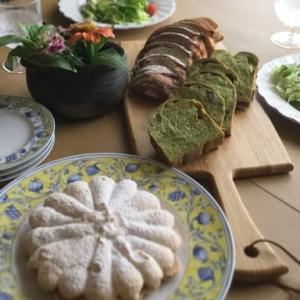 酒種のパンオセーグルと抹茶鹿の子ブレッド、豆乳クリームチキン、モカダコワーズ