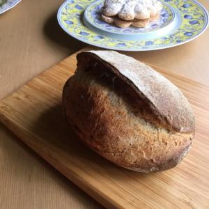 酒種のパンオセーグルと抹茶鹿の子ブレッド