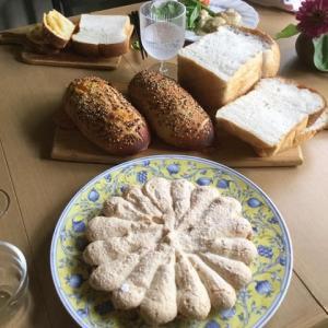 レーズン酵母の湯種食パンとダッチフロマージュ