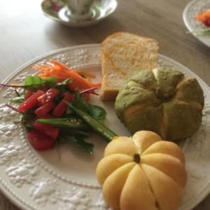 かぼちゃ餡の折り込みパンとかぼちゃパン