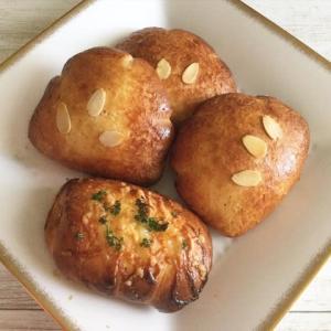グルテンフリー米粉クリームパンとウインナーロール