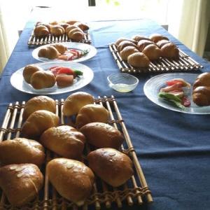 酒種のクリームパンとバターロール