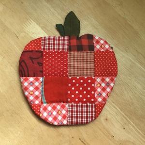 ハギレを使ったリンゴのポーチ完成