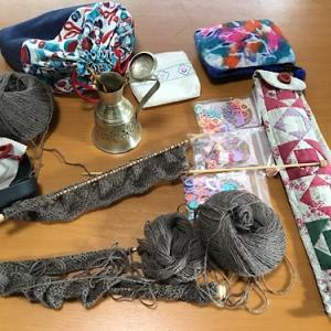手編みの道具入れはパッチワーク小物と100均雑貨