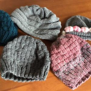 毛糸の帽子をたくさん仕上げました。