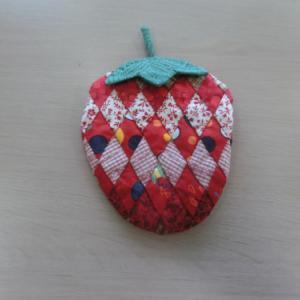 イチゴのポーチ