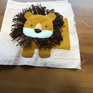 不用品を使って工夫するライオンのアップリケ