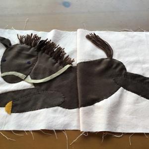 布絵本の馬が完成しました。