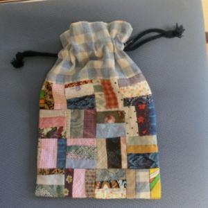 バッグの中身の整理にパッチワークの巾着・服の整理と断捨離