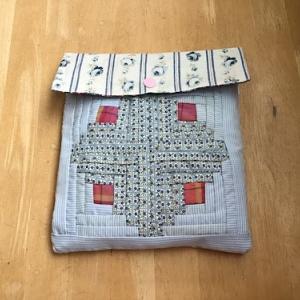 正方形に縫い合わせた布を使う!時短手芸。