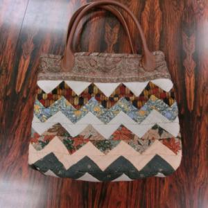 ジグザグ模様のバッグ