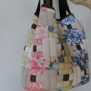 ピンク色を使ったバッグ