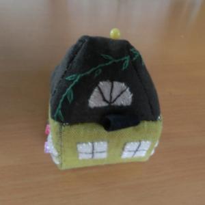 ハギレで作るハウス型のピンクッション
