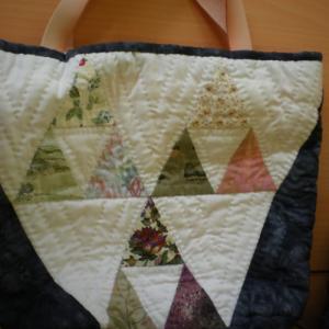 三角形のパッチワークバッグ
