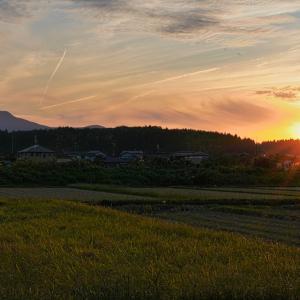 米山と夕日