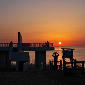 変形する夕日