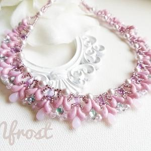 ターンステッチで編むピンクの可愛いネックレス