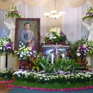 インドネシアの葬儀 非イスラムのキリスト教系の葬式と火葬の内容は?