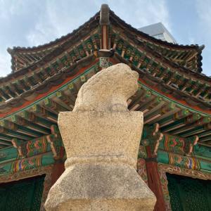 皇穹宇と半島朝鮮アーケード