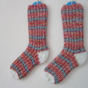 定期的に手編みの靴下
