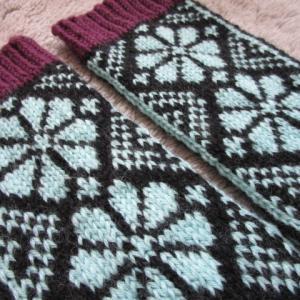 余り毛糸で手編みの靴下