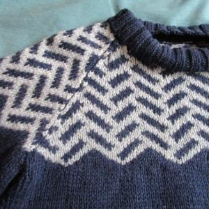 ヘリンボーン柄のセーター