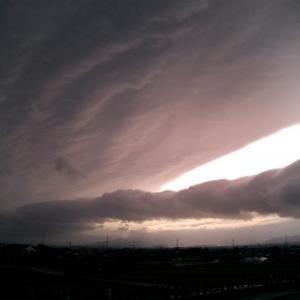 【宏観現象】神奈川で撮影された「地震雲」がヤバすぎる...