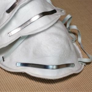 ドイツ「買い物や電車は感染リスクが高いのでN95マスクの着用を義務付ける」 → 日本「布、ウレタンマスクで満員電車、問題ない」