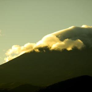 【火山学権威】京都大学名誉教授「富士山は300年ぶりの大噴火に向けたスタンバイ状態に入っています」