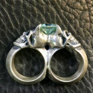 ガボラトリーのリング、ZAZAダイヤモンド ライン 12.5mmφモアサナイト デビル スカル 2フィンガー リング