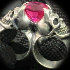 [動画] ガボラトリーのリング,  ピンクサファイア デビルスカル トライアングルワイヤーバングル 2フィンガーリング [Youtube]