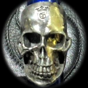 [動画] ガボラトリーのリペアー, 18K ゴールドブラッド オン ラージスカルリング [Youtube]