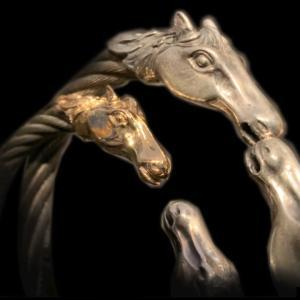 [動画] ガボラトリーのバングル,  ゴールド & シルバー ハーフホース ケーブルワイヤーバングル [Youtube]