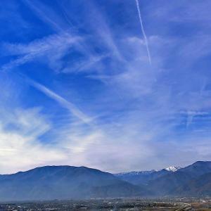 飛行機雲の乱舞