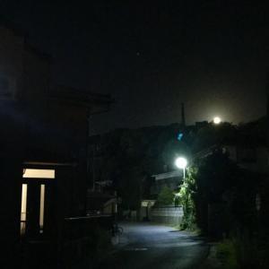 月と街灯(と、『大草原の小さな家』)